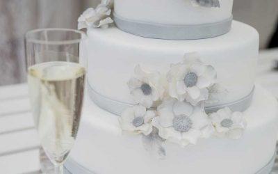 Menerima Pesanan Kue Pernikahan